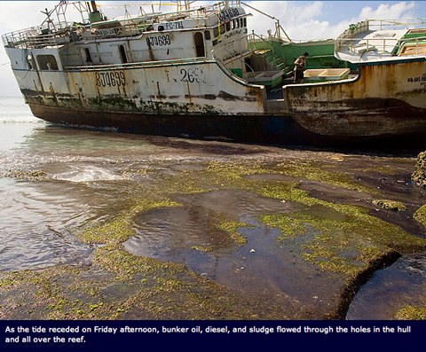 padand boat oil Things Get Worse at Padang Padang, Bali: Environmental Tragedy