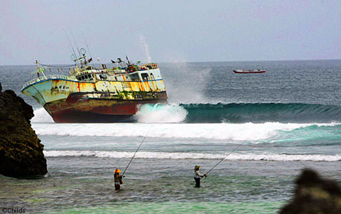 padang boat Fishing Boat Runs Aground on Padang Reef   Surfbreak in Bali