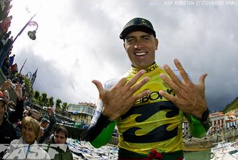 Kelly Slater Wins His 9th World Title