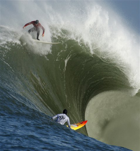 "Evan Slater drops in late on a macking wave as Darryl ""Flea"" Virostko looks on."