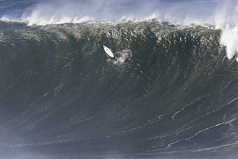 Mavericks Surf Contest Runs Today in 50 Ft. Surf (Photos)   Chris Bertish Wins
